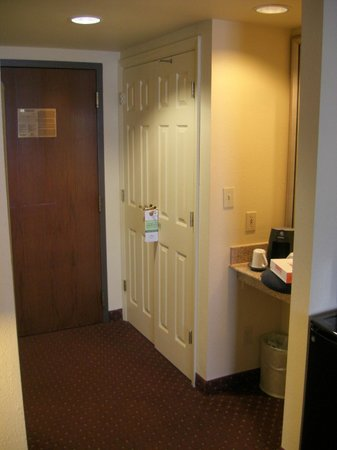 Wingate by Wyndham Convention Ctr Closest Universal Orlando: Nice size closet