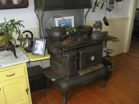 Rose Island Lighthouse: Old fashioned kitchen