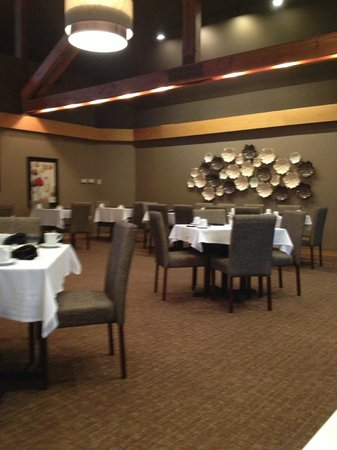 Tarragon at The Inn at Honey Run: Restaurant seating