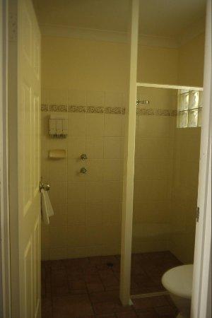 Starlight Motor Inn: Super clean bathroom