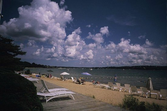 Silver Sands Motel & Beach Cottages: The Silver Sands Beach on Peconic Bay