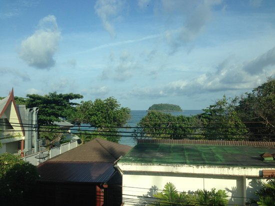 Kata Beachwalk Hotel and Bungalows: 窓からの景色