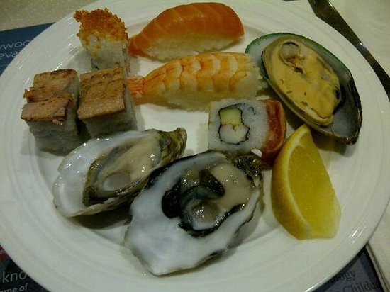 Hollywood International Buffet: Sushi and food