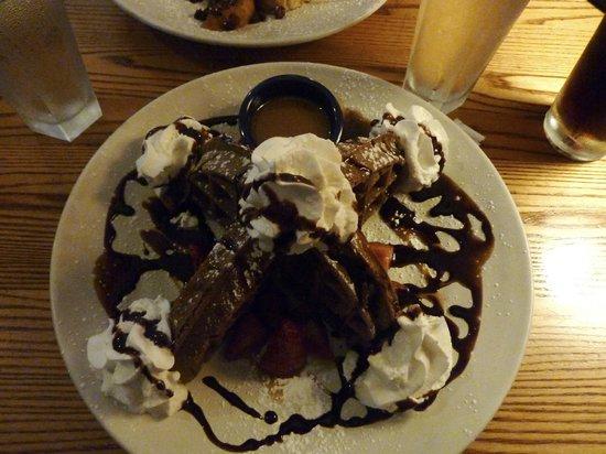Bayside American Cafe: Bintliff's: Dark Chocolate Waffle