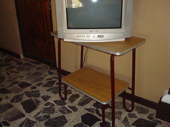 Quinta Lilibet: ¡Los muebles y tele de mi abue!