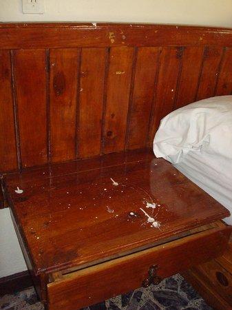 Quinta Lilibet: ¡Muebles chorreados de pintura!