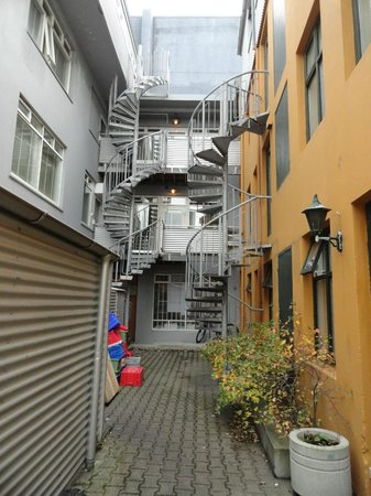 Hotel Fron : rear exit & staircase