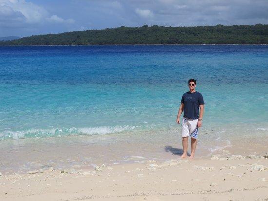 Bokissa Private Island Resort : waters edge
