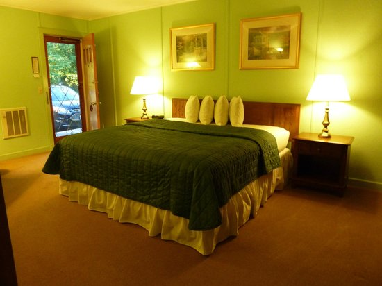Highbrook Motel: Mini Suite w/ King Bed
