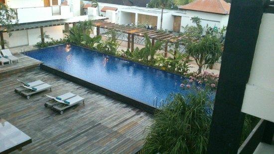 Taksu Sanur Hotel: pool area