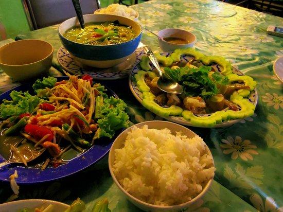 Krua Rakang Thong: いろいろ食べました。