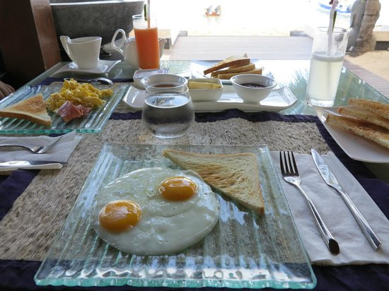 Indiana Kenanga Villas : Simple breakfast included in the room rate with homemade jam