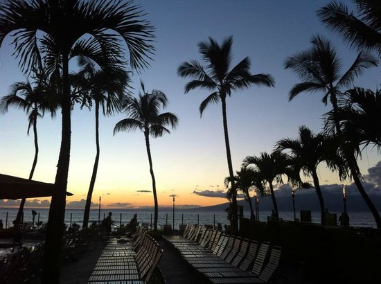 Aston Kaanapali Shores: Poolside at sunset - bliss!