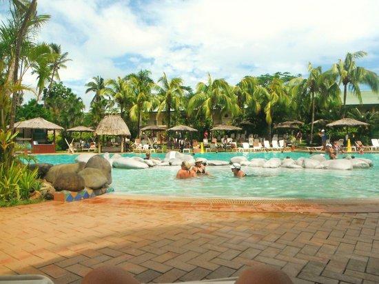 Outrigger Fiji Beach Resort: Lagoon Pool