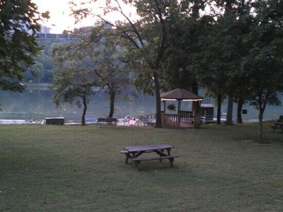 Lakeshore Resort: Twilight at Lakeshore