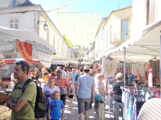 Maison Porte del Marty : Market day in the village