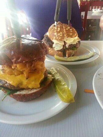 Slater's 50/50 : wowza. perfect burgers