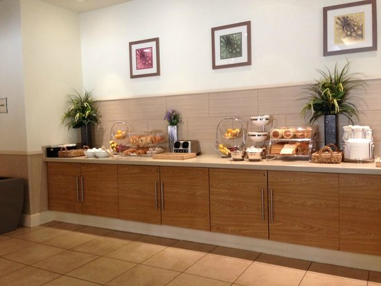 La Quinta Inn & Suites Danbury : Breakfast buffet, not including juice and waffle-makers.