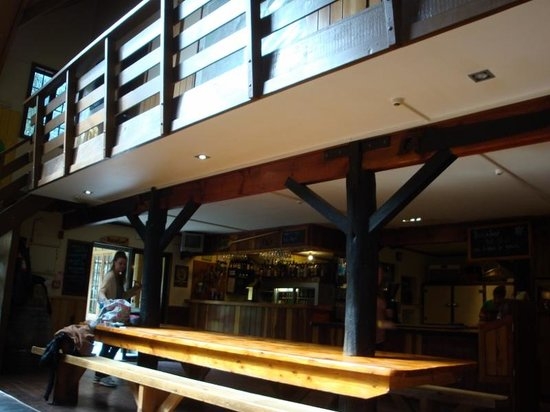 River Valley Lodge: Dining, bar, food area.