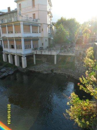 Cafe du Fleuve : Terrace bathed in sun, overlooking river