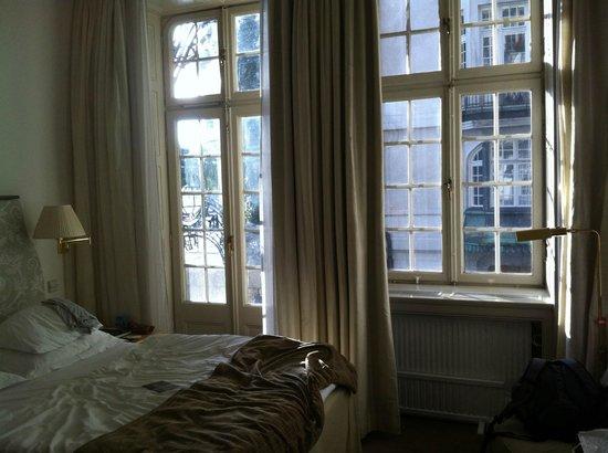 Hotel Diplomat: Room 106