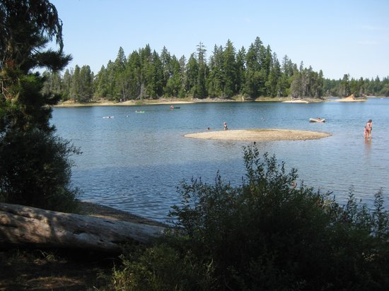 Spider Lake Provincial Park: Shallow beach great for kids.