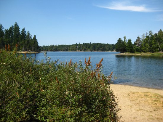 Spider Lake Provincial Park: Another view of the lake.