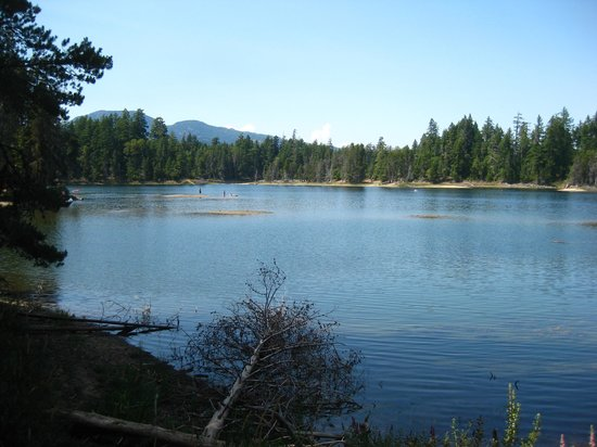 Spider Lake Provincial Park: What a pretty lake!
