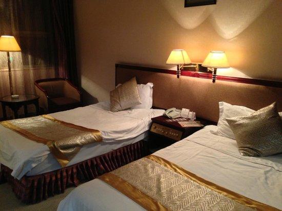 Kunming Jinjiang Hotel : 普通のベッド