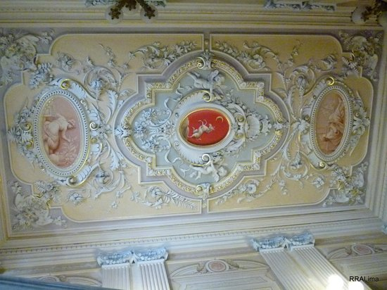 Palazzo Parisio & Gardens: Another artfully adorned ceiling at the Landing of Palazzo Parisio.