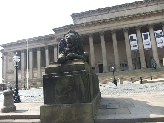 Liverpool History Taxi: St George's hall