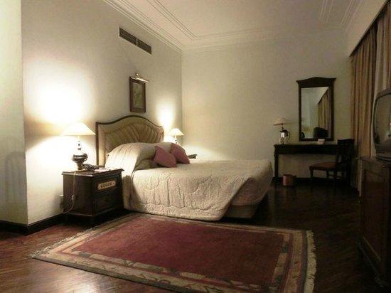 Grand Hotel Kathmandu: Suite - Bed