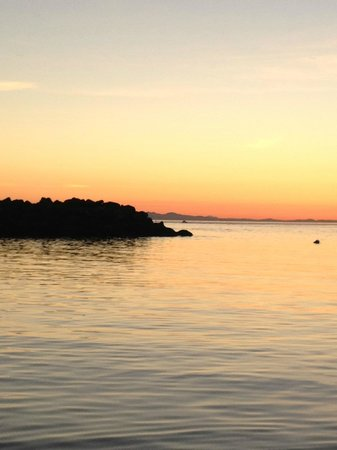Curley's Resort and Dive Center: great sunsets and sunrises