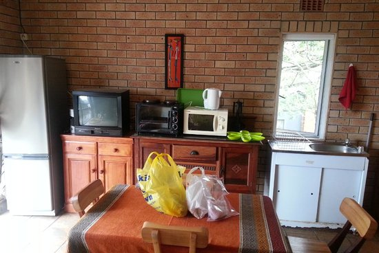 Ingwenya Lodge : Kitchen and Lounge and Dining