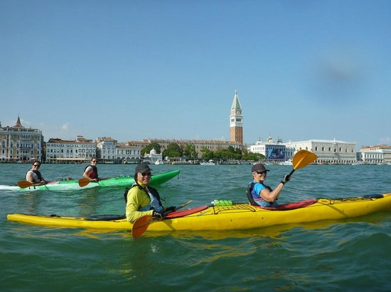 Venice Kayak: Crossing the main Canal