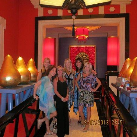เอ็นคอร์ แอท วินน์ ลาสเวกัส โฮเต็ล: Birthday girl & posse!: )