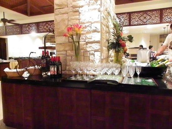 Restaurant & Lounge MAIN: バフェなので食べ物、飲み物、頂き放題