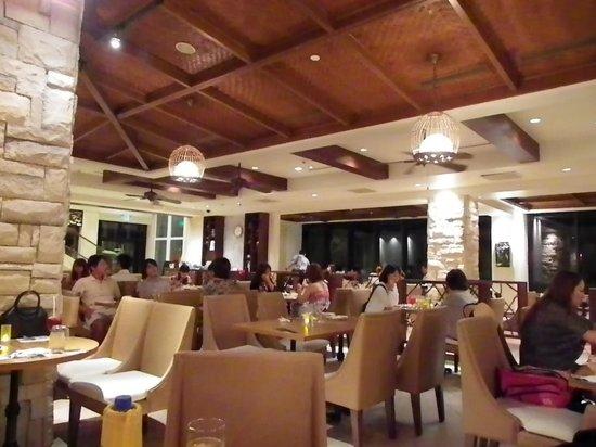 Restaurant & Lounge MAIN: 雰囲気
