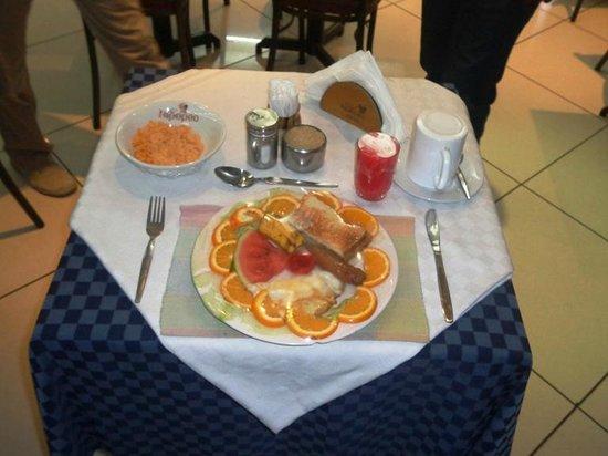 Hotel Kipepeo: Sumptuous Breakfast