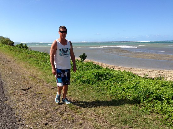 Beach Cocomo: The walk along the road to the Outrigger