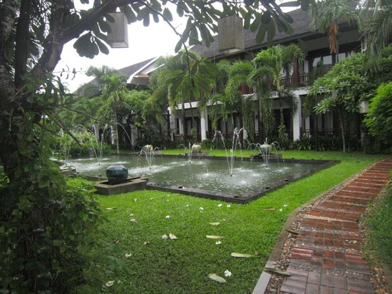 Green Park Boutique Hotel : Pool area on rainy day