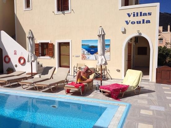 Roula Villa: lazy days by the pool at Villa Voula.