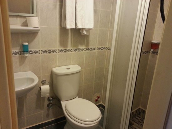 Ersu Hotel: Really basic bathroom so bring your own toiletries...
