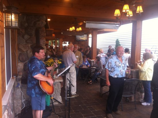 V.I. Grill: Great music on the patio!!!