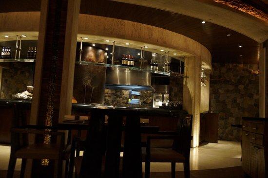 Blick vom Restaurant in die offene Küche - Picture of La Cucina ...