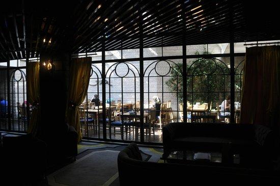 Sura Design Hotel & Suites: terrasse petit déjeuné