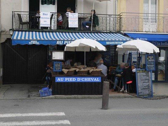 """Au Pied d'cheval : vue du restaurant """"bar à huîtres"""""""