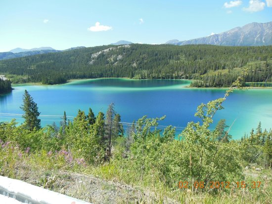 Emerald Lake and it,s colours
