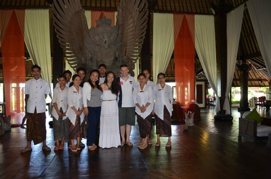 Hotel Tugu Bali: Tugu team with the newly weds