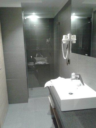Design & Suite Hotel Ciarnadoi: La doccia
